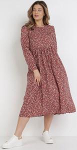 Czerwona sukienka born2be midi z długim rękawem
