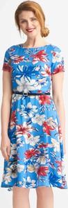 Niebieska sukienka QUIOSQUE z krótkim rękawem