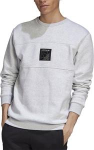 Bluza Adidas w młodzieżowym stylu z nadrukiem