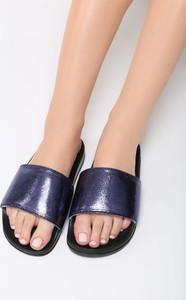 Niebieskie klapki Multu w stylu glamour
