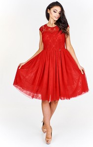 Czerwona sukienka Fokus z okrągłym dekoltem z krótkim rękawem rozkloszowana