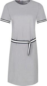 Sukienka Tommy Hilfiger midi w stylu casual z okrągłym dekoltem