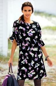 Czarna sukienka Cellbes z krótkim rękawem dla puszystych w stylu casual