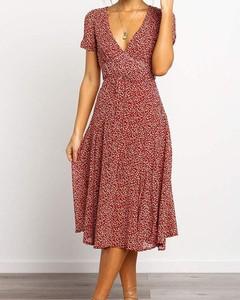 Czerwona sukienka Kendallme midi z krótkim rękawem