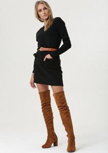 Czarna sukienka born2be z dekoltem w kształcie litery v w stylu casual
