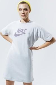 Sukienka Nike mini w sportowym stylu