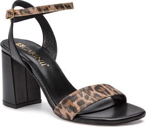 Sandały Carinii na średnim obcasie na obcasie w stylu casual