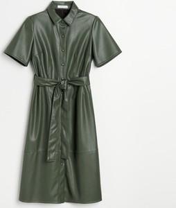Zielona sukienka Reserved z krótkim rękawem ze skóry szmizjerka