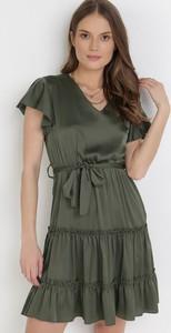 Zielona sukienka born2be trapezowa z krótkim rękawem