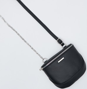 Czarna torebka Sinsay na ramię w stylu casual matowa