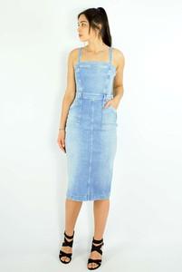 Niebieska sukienka Guess w stylu casual na ramiączkach