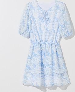 Niebieska sukienka Mohito z krótkim rękawem w stylu casual rozkloszowana