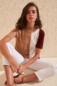 Bluzka Trendyol z okrągłym dekoltem w młodzieżowym stylu