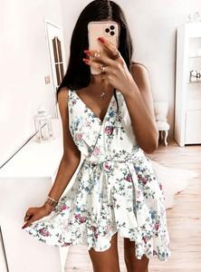 Sukienka Pakuten na ramiączkach asymetryczna z dekoltem w kształcie litery v