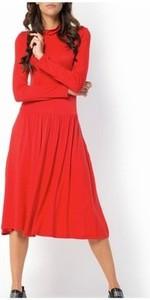 Czerwona sukienka Meleksima z okrągłym dekoltem