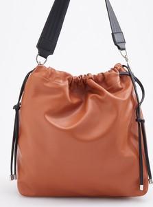 Pomarańczowa torebka Reserved w wakacyjnym stylu średnia