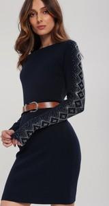 Granatowa sukienka Renee dopasowana w stylu casual z długim rękawem