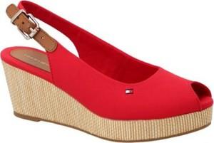 Czerwone sandały Tommy Hilfiger na koturnie