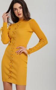 Żółta sukienka Renee z długim rękawem z okrągłym dekoltem