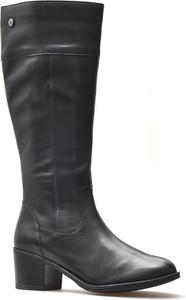 Czarne kozaki Caprice w stylu casual przed kolano