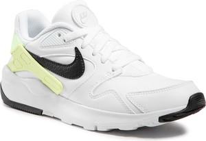 Buty sportowe Nike w sportowym stylu z płaską podeszwą sznurowane