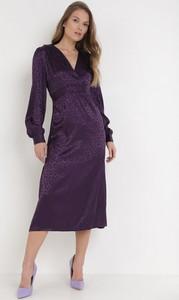 Fioletowa sukienka born2be midi