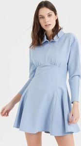 Niebieska sukienka BGN mini z kołnierzykiem