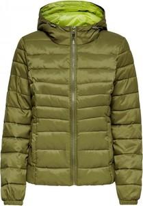 Zielona kurtka Only krótka w stylu casual