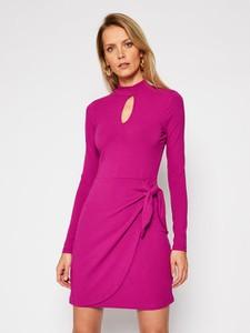 Różowa sukienka Guess mini