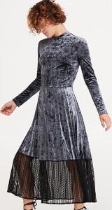 Sukienka Reserved z długim rękawem z weluru
