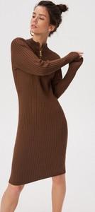 Brązowa sukienka Sinsay z golfem midi w stylu casual