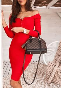 Czerwona sukienka SELFIEROOM w stylu casual z odkrytymi ramionami
