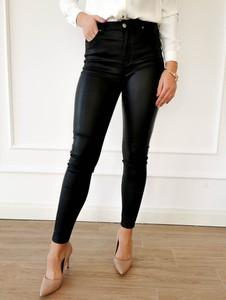 Czarne spodnie Perfe