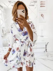 Sukienka Pakuten z dekoltem w kształcie litery v z długim rękawem mini