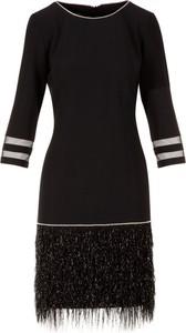 Czarna sukienka Poza w stylu boho mini z okrągłym dekoltem