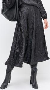 Czarna spódnica Reserved midi z tkaniny