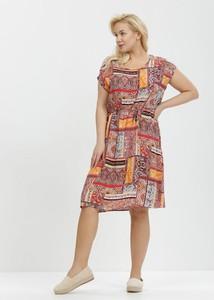 Sukienka born2be trapezowa z krótkim rękawem z okrągłym dekoltem