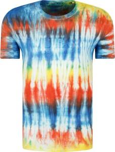 T-shirt Guess z nadrukiem z krótkim rękawem w młodzieżowym stylu