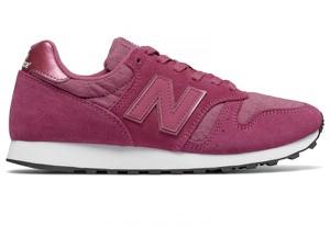 Czerwone buty New Balance z płaską podeszwą w sportowym stylu