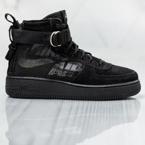 e2220e20d2a72b Buty sportowe Nike na platformie w sportowym stylu sznurowane