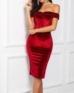 Sukienka Kendallme dopasowana z okrągłym dekoltem