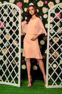 Różowa sukienka Lemoniade z szyfonu z okrągłym dekoltem z krótkim rękawem