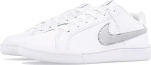 Buty sportowe Nike z płaską podeszwą sznurowane w sportowym stylu