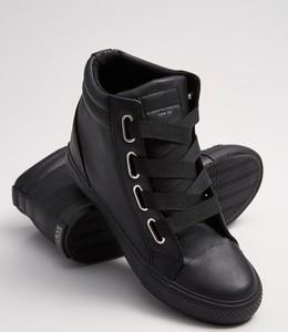 Sneakersy Diverse na koturnie sznurowane