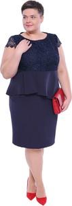 Niebieska sukienka modneduzerozmiary.pl bez rękawów z okrągłym dekoltem