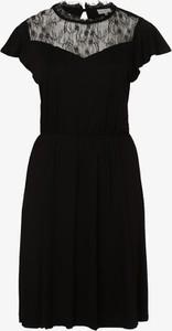 Czarna sukienka ONLY Carmakoma mini z okrągłym dekoltem