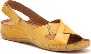 Żółte sandały Pollonus na koturnie na niskim obcasie na rzepy