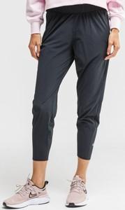 Spodnie sportowe Nike w stylu klasycznym