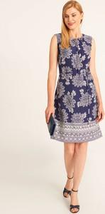 Niebieska sukienka QUIOSQUE z okrągłym dekoltem mini bez rękawów