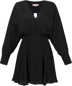 Czarna sukienka Marlu z długim rękawem mini